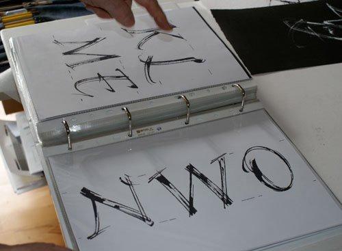 Gottfried Pott erstellte eine unendliche Vielzahl an Entwürfen und  Variationen, bevor das endgültige Alphabet zustande kam.